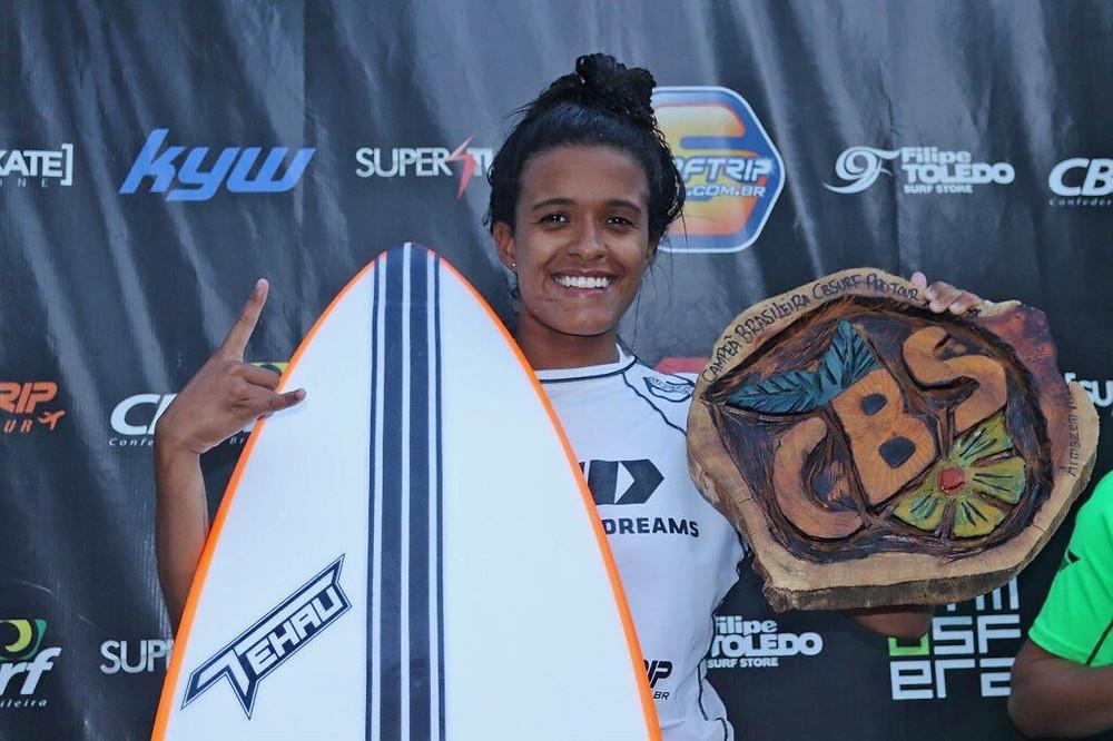 A surfista Júlia Santos, campeã do CBSurf Pro Tour 2019.