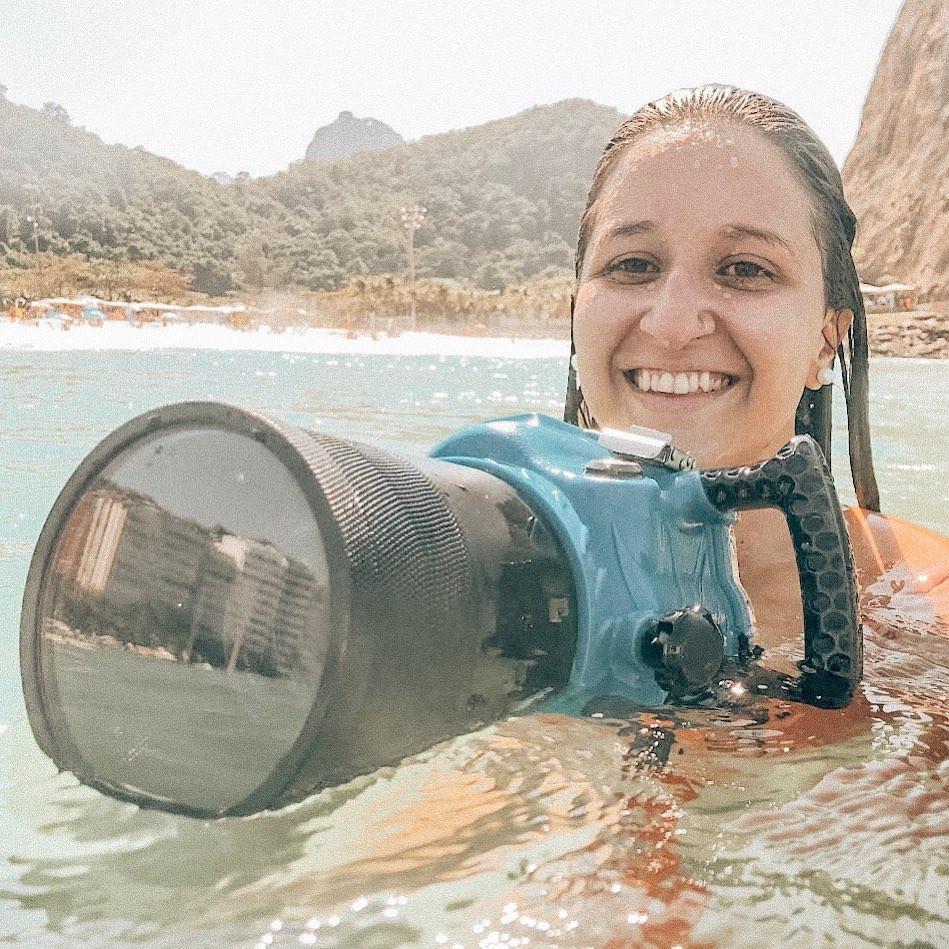 Yasmim Albanêz, fotógrafa de surf carioca