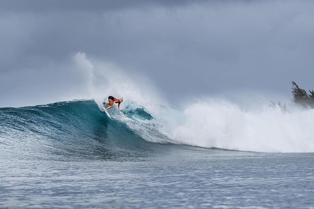 A surfista brasileira Tatiana Weston-Webb no circuito mundial de surf feminino da WSL.