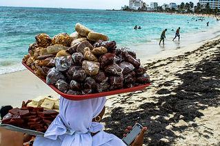 Critica sobre el papel de los turistas cuano van a la playa