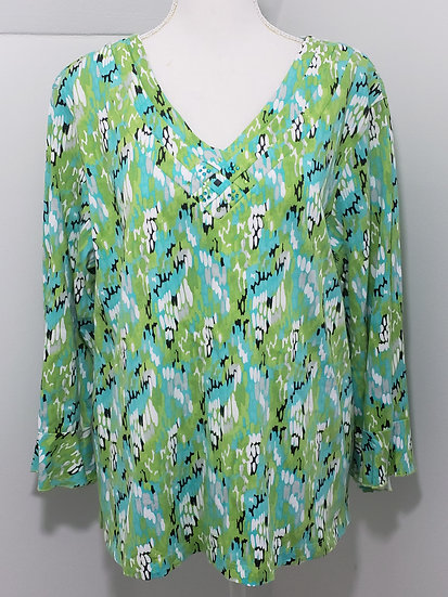 A' La Carte Green V Neck 3/4 Sleeve Abstract Pattern Top