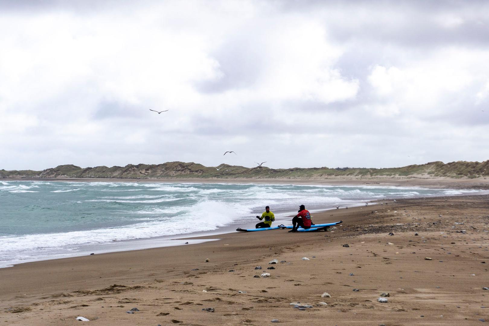 Surfere instrueres i Klitmøller