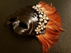 Máscara Negra plumaje Camel.