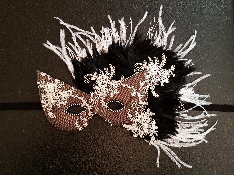 Máscara Blanco y Negro.