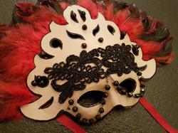 Máscara Roja y Negra
