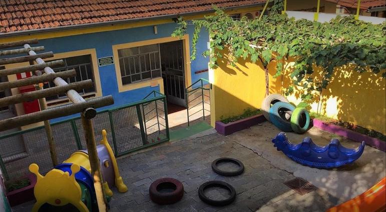 Pátio da Escola Infantil Vila das Letras
