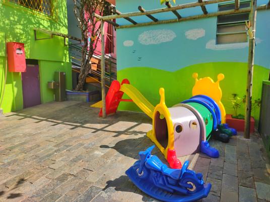 Pátio da Escola Infantil Vila das Letras Berçário Educação Infantil