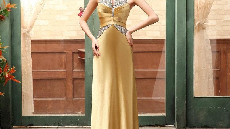 Vestido dorado con cuello alto en lentejuelas