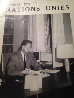 Picture of Dag HAMMARSKJOLD, Secretary General, on the front page of the ''Cahiers des Nations Unies'', edited by  AFNU, 1960