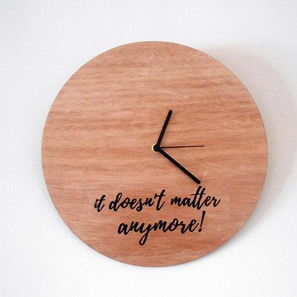 Ξύλινο ρολόϊ τοίχου IT DOESN'T MATTER