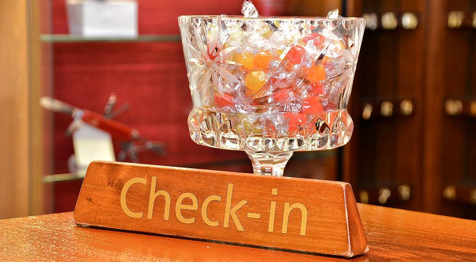 Hotel Roessli - Check - in & Kontakt.jpg