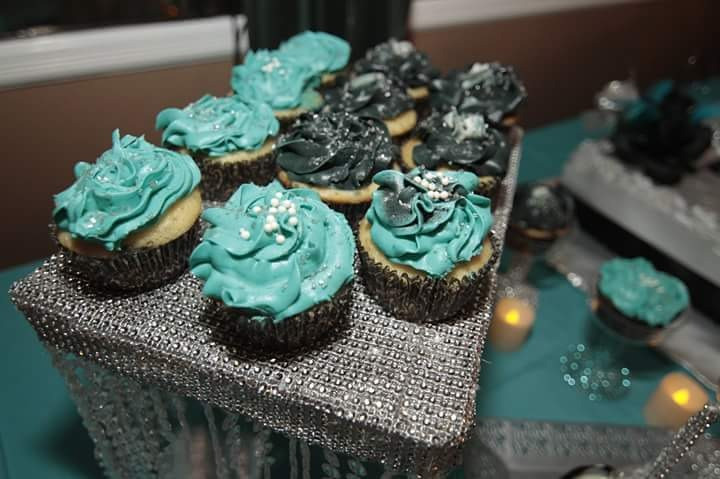 Sweets Table & WST Cupcakes