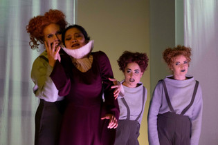 """Als First Witch in """"Dido and Aeneas"""" am Theater Aachen  Foto: Marie-Luise Manthei"""