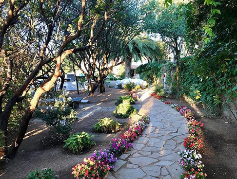 Path to outdoor jacuzzis