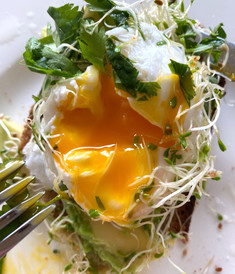 How To Poach An Egg In 10 Easy Steps (The Idiot-Proof Way)