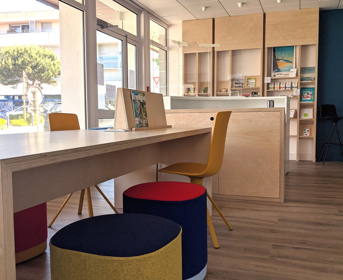 table de travail, office de tourisme Saint Quay Portrieux Côtes d'armor
