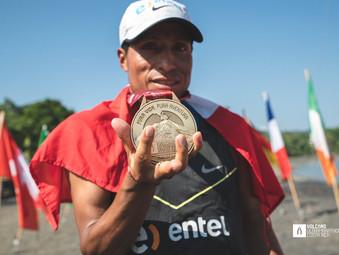 Remigio Huamán vence en el Volcano Ultramarathon 200K