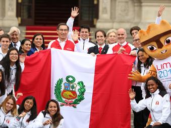 PRESIDENTE VIZCARRA ENTREGÓ LA BANDERA PERUANA A DELEGACIÓN QUE PARTICIPARÁ EN JUEGOS PANAMERICANOS