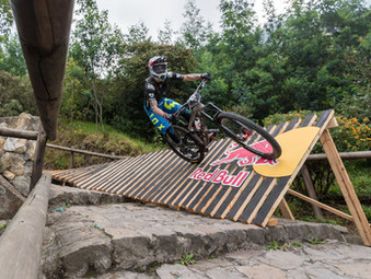 Sebastián Alfaro compite este fin de semana en el Red Bull Monserrate Cerro Abajo - Colombia