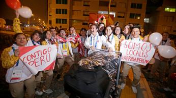 DELEGACIÓN DE PERÚ INGRESÓ A LA VILLA PANAMERICANA EN MEDIO DEL ALIENTO DE LOS VOLUNTARIOS