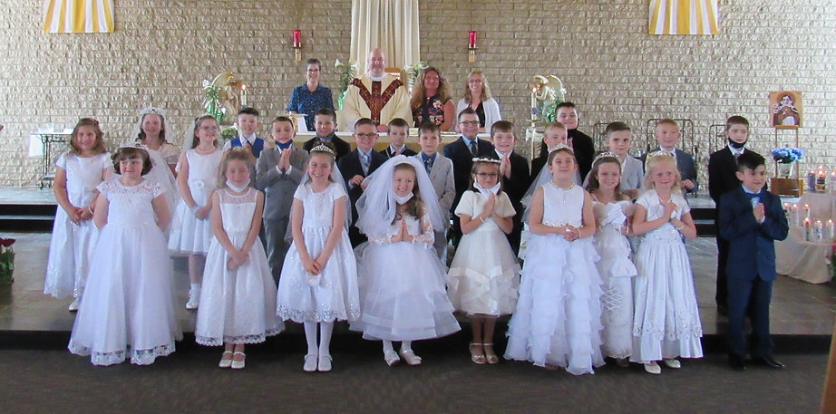 april 10 first communion .JPG