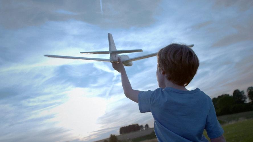 Enfant avion.jpg