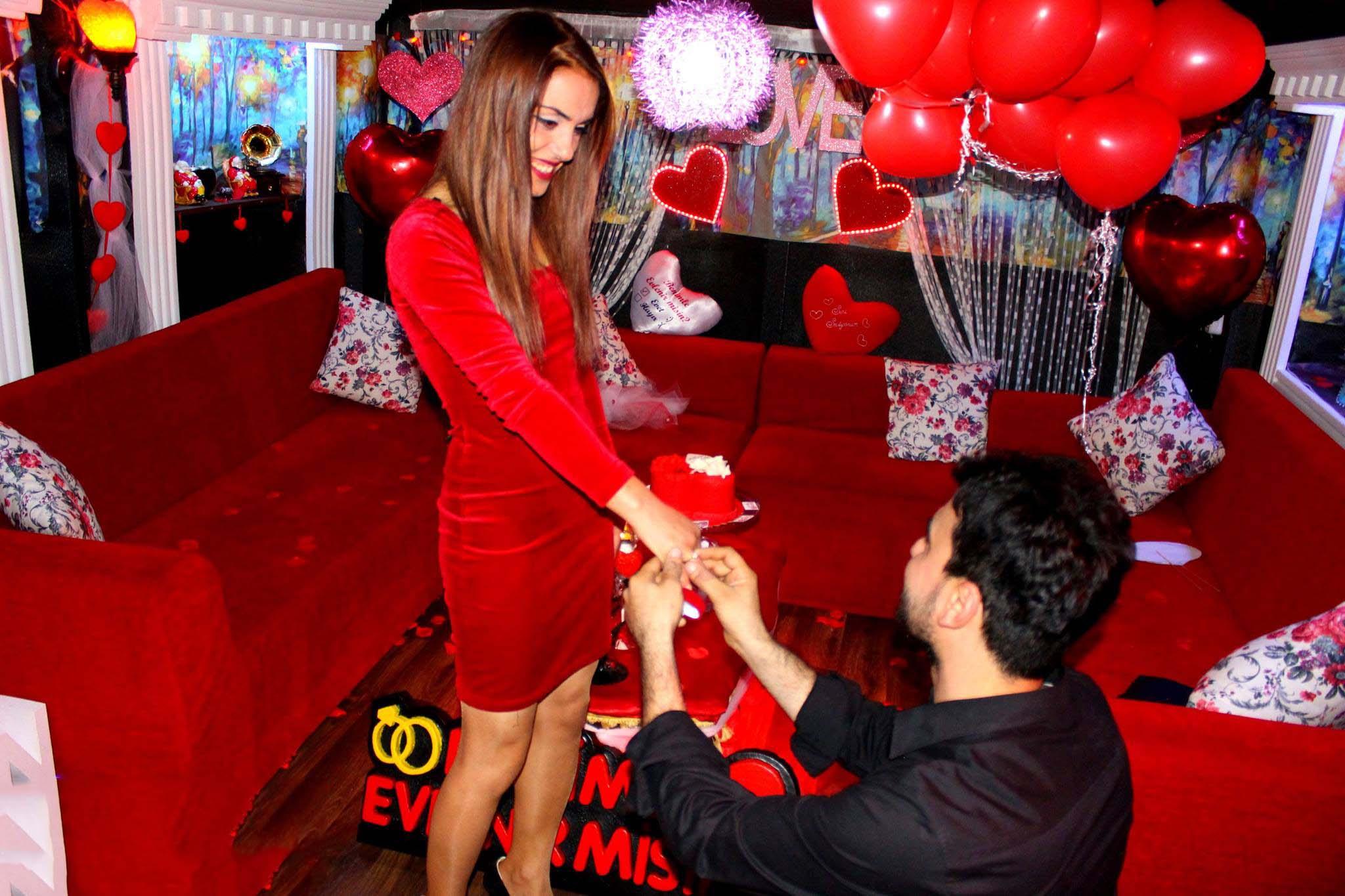 adana evleneme  teklifi romantik masa