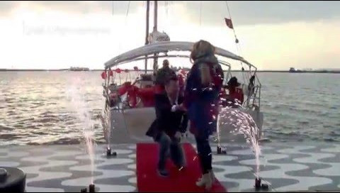 konak pier teknede evlilik teklifi