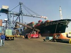 خدمات الشحن والتخليص الجمركي والنقل في جميع المنافذ الجمركية. خبرة دامت اكثر من ٣٠ عام في مجال الشحن