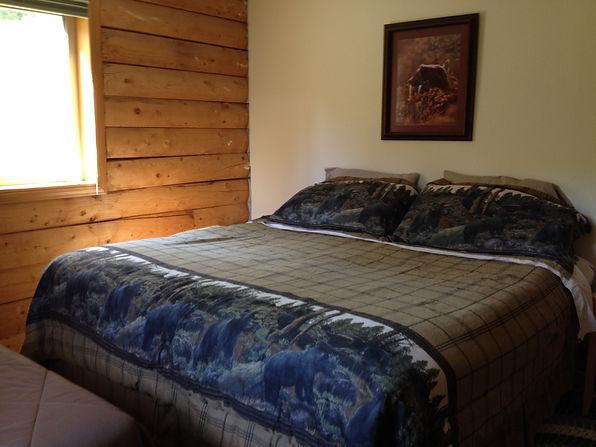East Bedroom - Daniels Lake Cabins/Kenai Peninsula, Alaska/Vacation Rentals
