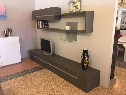 Porta tv in legno dell'expo