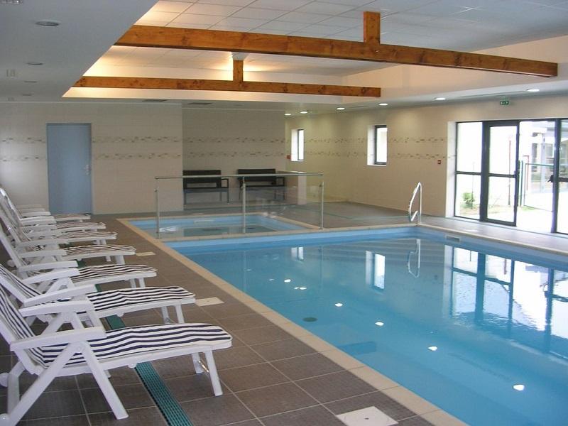 piscine pierre bleue