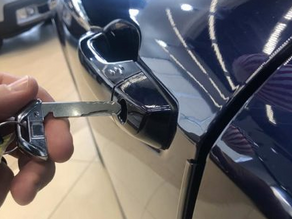 How to lock my key fob in my car