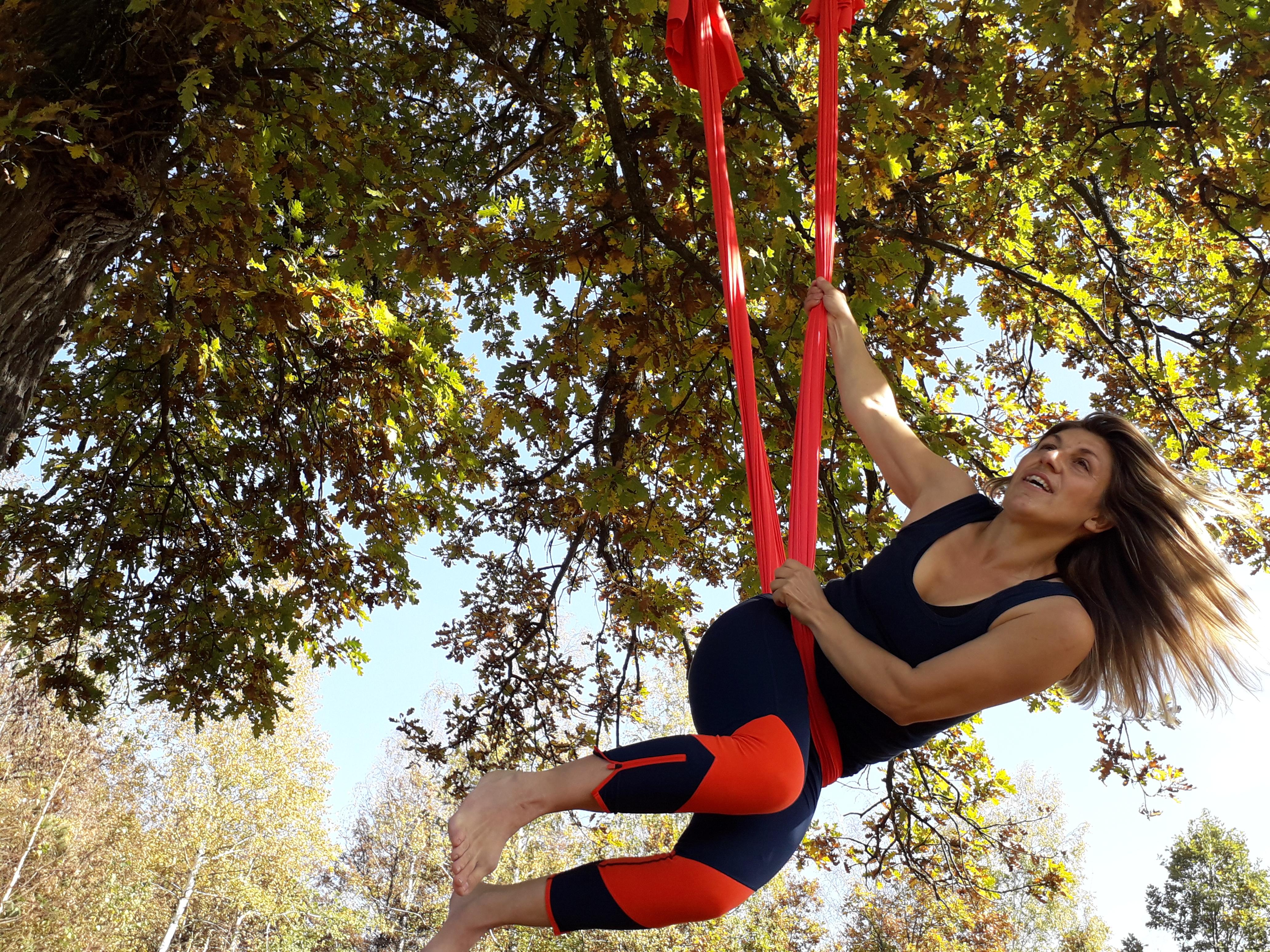 Lebdeća joga u prirodi