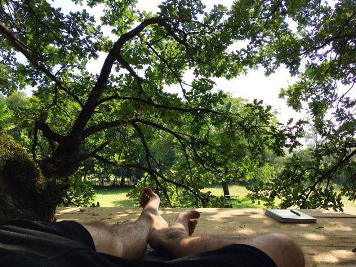 Uzivanje u kucici na drvetu