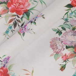 Tissu imprimé fleuri en georgette de soie