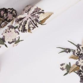 Tissu en tulle avec broderie florale et micro sequins