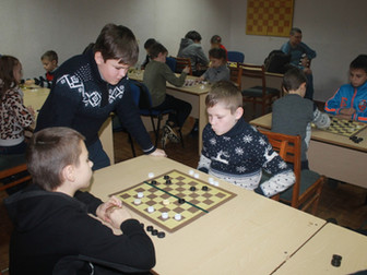 Криворожские шашисты провели последний в этом году турнир и получили подарки от нардепа