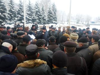 В Кривом Роге и других городах прошли митинги пенсионеров силовых структур, которым Кабмин не повыси