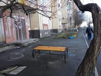 В Саксаганском районе по ул.Корнейчука установлены лавочки по просьбе жителей