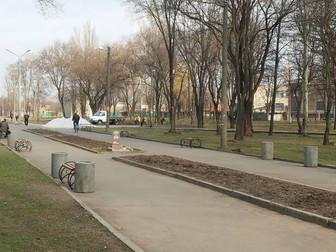 """Андрей Гальченко подарил лавочки для нового сквера возле ЦДЮТ """"Дружба"""""""