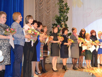 Ко Дню работника образования прошли торжественные мероприятия в Долгинцевском и Саксаганском районах