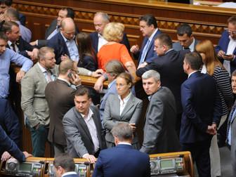 Криворожские депутаты блокировали трибуну Верховной Рады