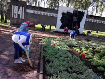 В Кривом Роге ко Дню Победы заканчивается благоустройство мемориалов воинам Великой Отечественной во
