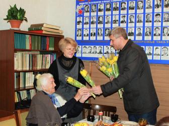 Поздравление женщин-ветеранов с 8 марта в Долгинцевском и Саксаганском районе