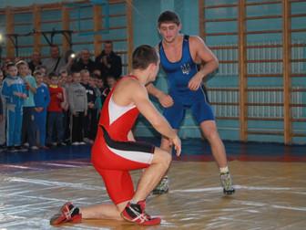Андрей Гальченко поддержал зимние соревнования по греко-римской борьбе среди юных спортсменов