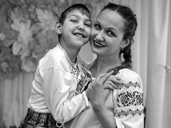 В Кривом Роге ко Дню матери организовали фотосессию для семей с особенными детьми