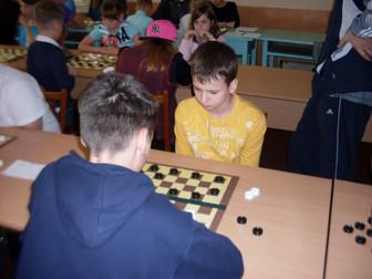 Криворожские школьники приняли участие в областных соревнованиях среди сборных команд-школ по шашкам