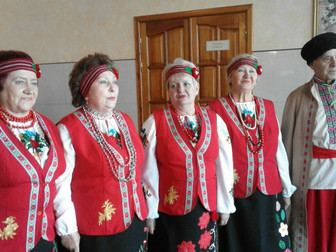 Народный депутат подарил вышиванки для выступлений вокальному коллективу «Залізничник»
