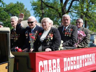 """В Долгинцевском районе 9 мая отпраздновали концертом """"Вам, ветераны!"""""""